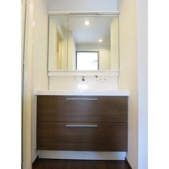 大きい洗面台に。※写真は10階の同間取り別部屋のものです