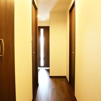 廊下は少し狭いかな~※写真は10階の同間取り別部屋のものです