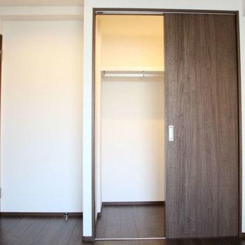 6帖の方はウォークインクローゼット。※写真は10階の同間取り別部屋のものです