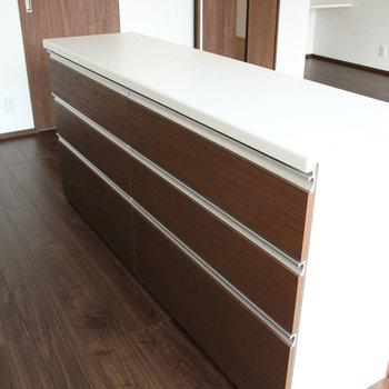 こんな食器棚も!※写真は10階の同間取り別部屋のものです