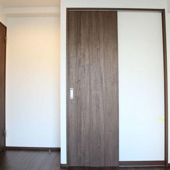 こちらは洋室6帖。※写真は10階の同間取り別部屋のものです