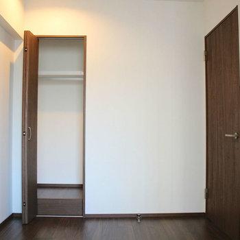 もう1つの洋室にも。※写真は10階の同間取り別部屋のものです