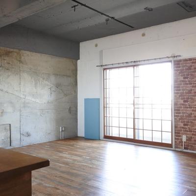 天井を抜いたデザインがとってもかっこいい、そしてキッチンが実用的!