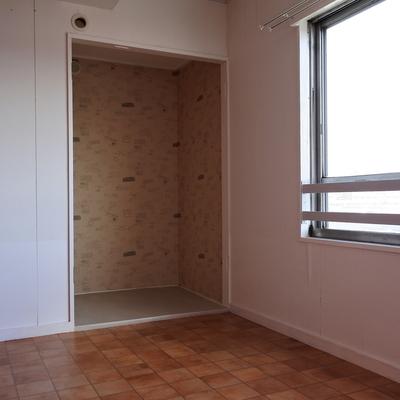 寝室にはもうひとつ、オープンクローゼットがあります。