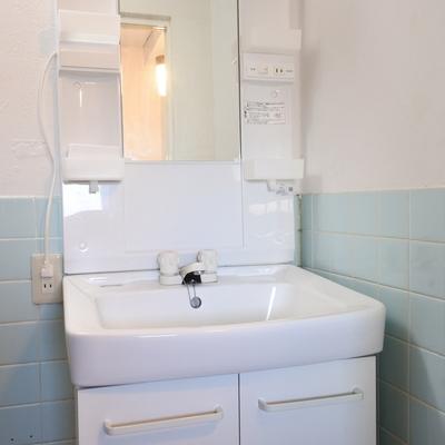 洗面はシャンプードレッサーです。