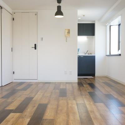 オイリーウッドのフローリングが床の表情を豊かにしてくれる