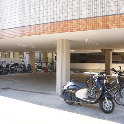 1階の駐輪駐車スペース