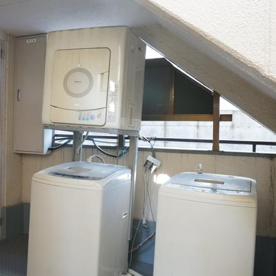 1階共用部分には洗濯機の姿が。