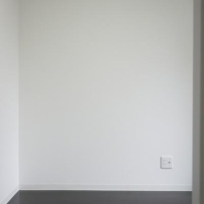 3.4帖洋室:ベッド置いたら終わりですね