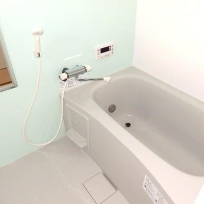 浴槽もゆったり〜。追い焚き、浴室乾燥機つき