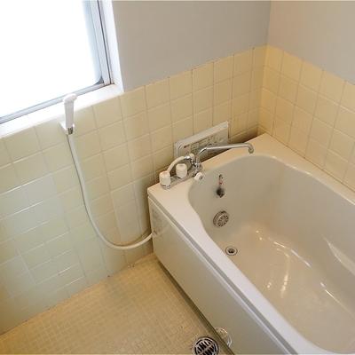 お風呂は追い焚き機能つきです!※写真は5階の同間取り別部屋のものです