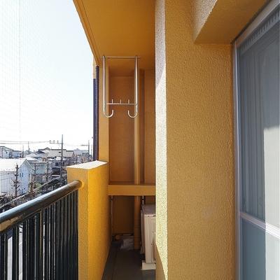 バルコニーは長くて日当たり良好です※写真は5階の同間取り別部屋のものです