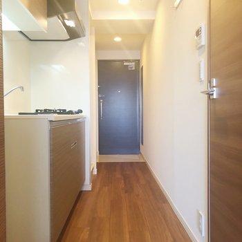 キッチン横に冷蔵庫スペースがあります