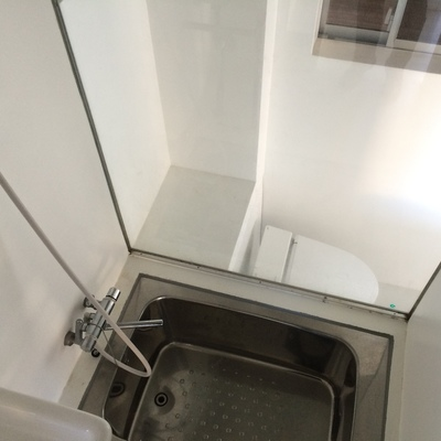 ガラス張りで開放的な浴室※写真は前回募集時のものです