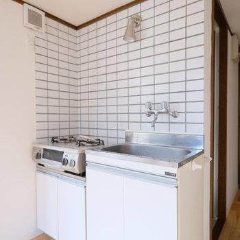 ※写真は清掃前になりますキッチンはタイル張り!