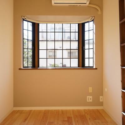 出窓がかわいいですね♪※写真は同タイプのお部屋