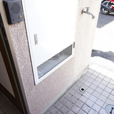 洗濯機は玄関横に※写真は工事前です