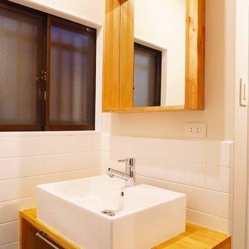 【1階】大工さんが作った造作の洗面台が素敵!