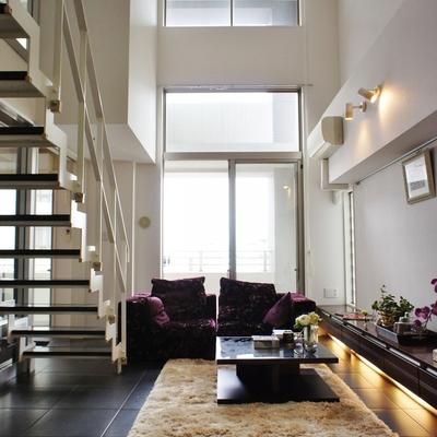 こんなに天井が高いんです。※モデルルームになります、家具等はサンプルです