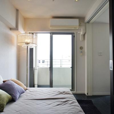 1階洋室2。やっと部屋っぽさ。※モデルルームになります、家具等はサンプルです