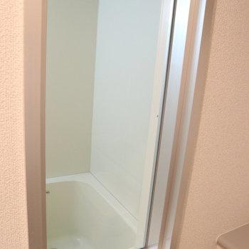 こんなところに窓が! (覗いちゃだめよ)※写真は8階同間取り別部屋のものです