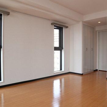 こちらにも窓が2つ。※写真は8階同間取り別部屋のものです