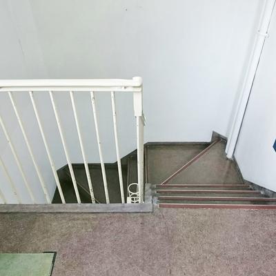 この階段で6階まで頑張ろう!