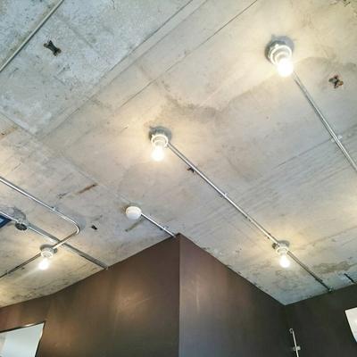 下の階は天井もかっこいいね!※写真は前回掲載時のものです。