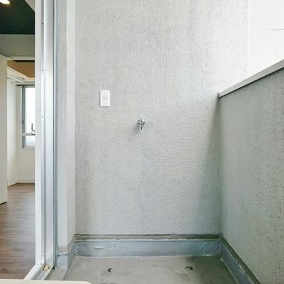 洗濯機はバルコニー設置タイプ。※写真は前回掲載時のものです。