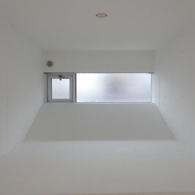 腰高の奥まったスペースに小窓。粋な演出※写真は前回掲載時のものです。