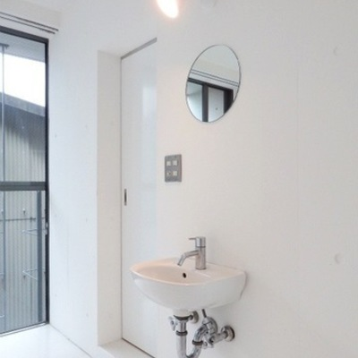 室内に洗面台あり※写真は前回掲載時のものです。