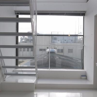 この大きな窓!なんと開けれます※写真は前回掲載時のものです。