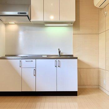 【LDK】冷蔵庫はお隣にどうぞ。