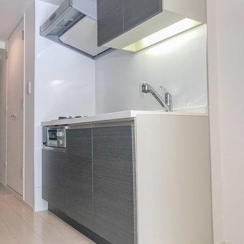 キッチンが綺麗です、横に冷蔵庫を置きましょう