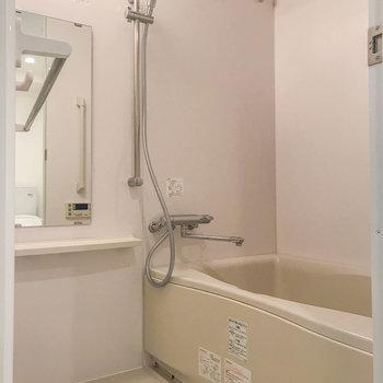 お風呂には浴室乾燥機能が付いています