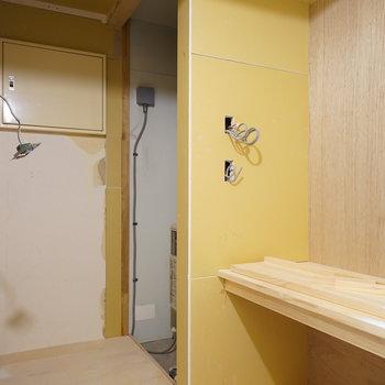 洗面台横は収納スペースに※写真は工事中です