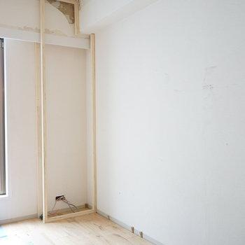 壁一面に大きな収納を!※写真は工事中です