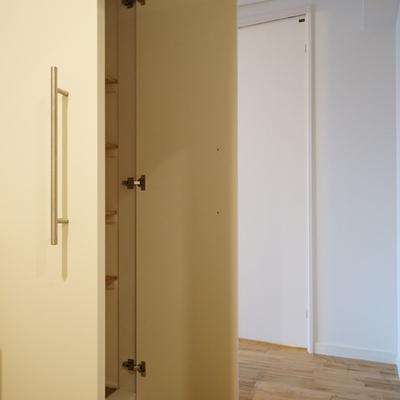 玄関からの廊下に収納もたくさん!※写真はイメージ