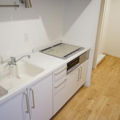 キッチンは大型のIH3口に♪※写真は別部屋