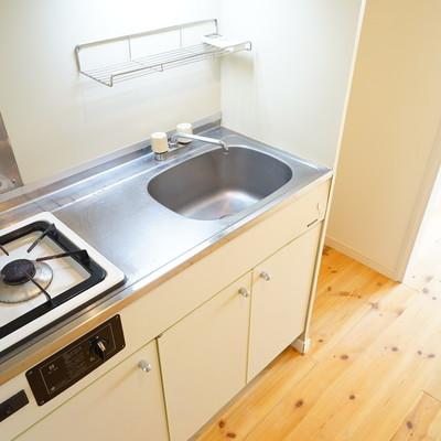 キッチンは既存利用で、ちょっとコンパクト※画像は別室です。
