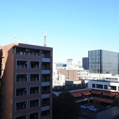 眺望はこんな感じ。右手の方に博多駅がありますね。