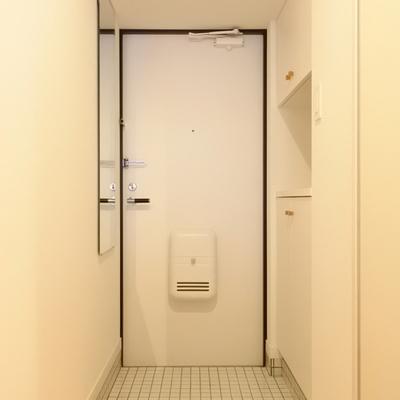 玄関は白いイタルで可愛く変身!!