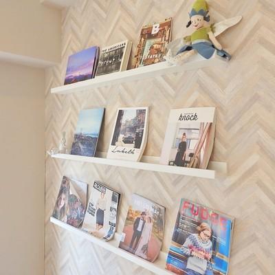 奥の棚には雑誌が。※写真は前回募集時のものです