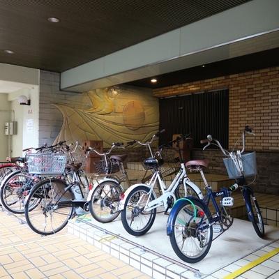 自転車はこちらにどうぞ。
