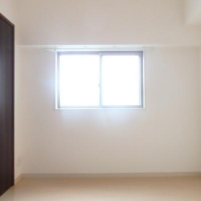 ダイニングには窓もあります!※別部屋の写真です