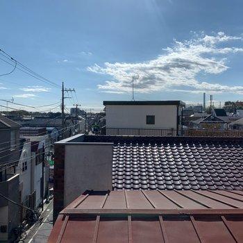 横の窓からの景色です