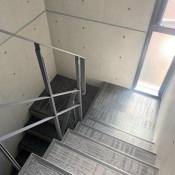 最上階まで階段です