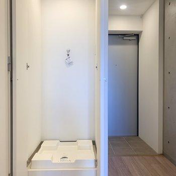洗濯機置き場は廊下に