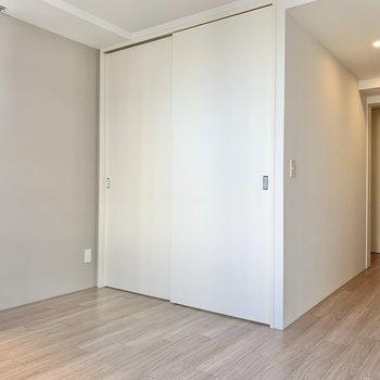 【LD】奥の扉は寝室です