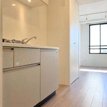 冷蔵庫はキッチン横に置けますね